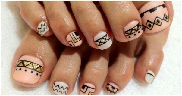 Mezcla y combina el diseño de uñas para tus pies