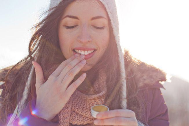 Cuidado de labios de invierno con exfoliantes labiales caseros