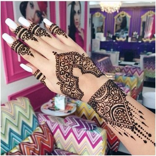 diseño mehndi árabe