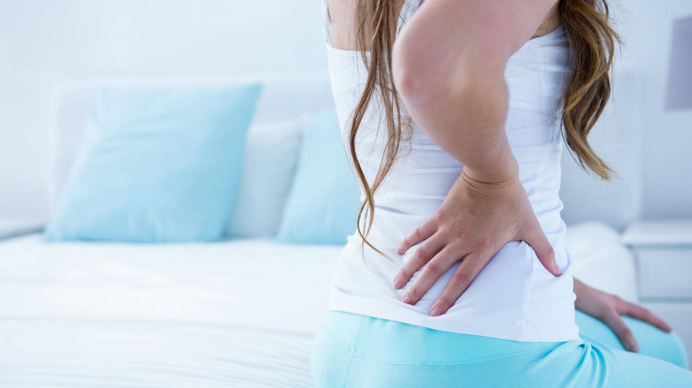 dolor en la espalda lado derecho debajo de las costillas