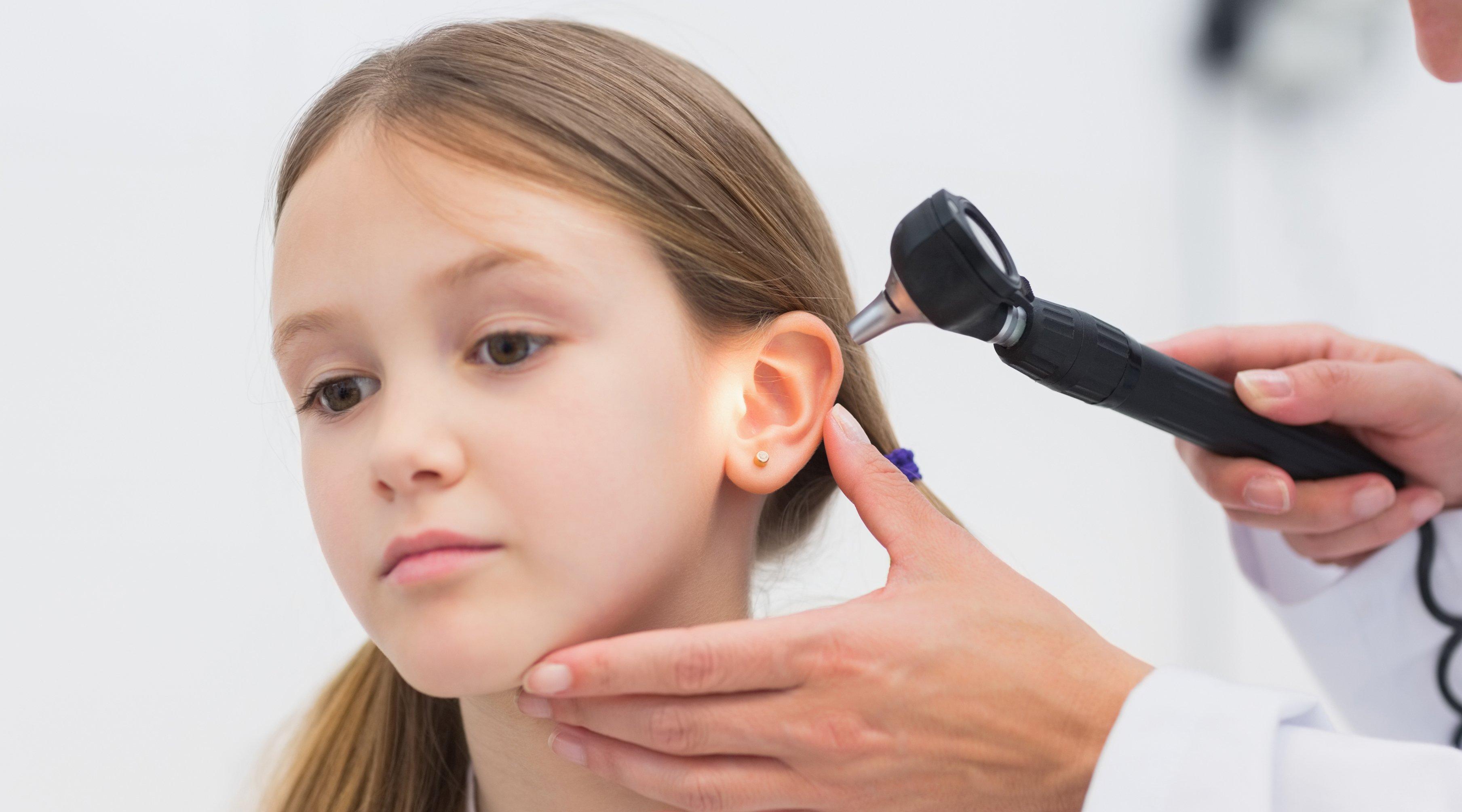 espinilla en la oreja