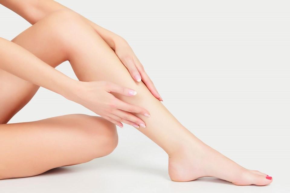 piel de fresa en las piernas